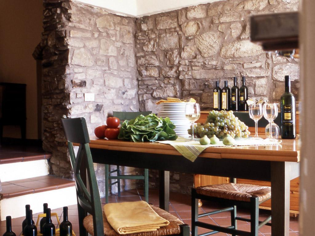 interno-rustico-saglietto-tavola